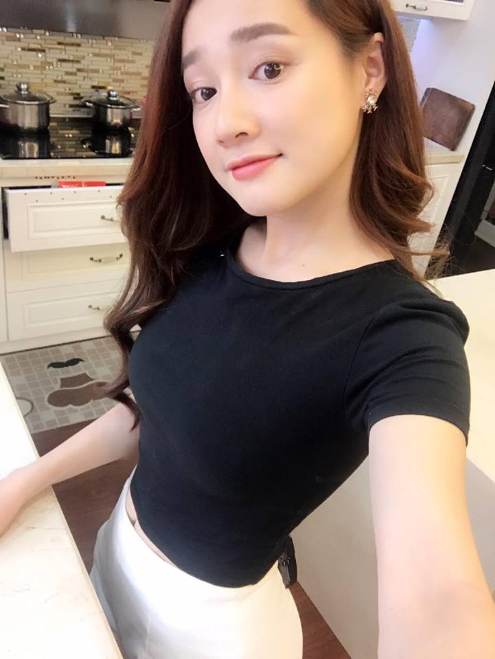 anh doi thuong tiet lo vong eo that cua nha phuong hinh anh 2