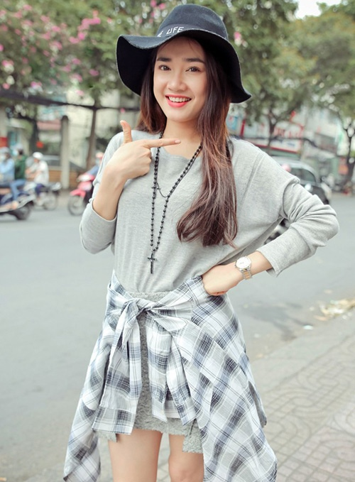 anh doi thuong tiet lo vong eo that cua nha phuong hinh anh 10