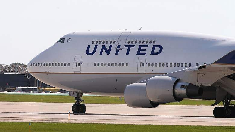 united airlines thiet hai 1 ty usd vi duoi bac si goc viet khoi may bay hinh anh 2