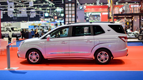 ssangyong stavic turismo: xe 9 cho han quoc the he moi hinh anh 2