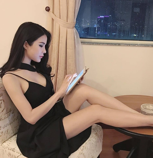 nong ruc voi my nu co dang ngoi sexy nhat showbiz viet hinh anh 2