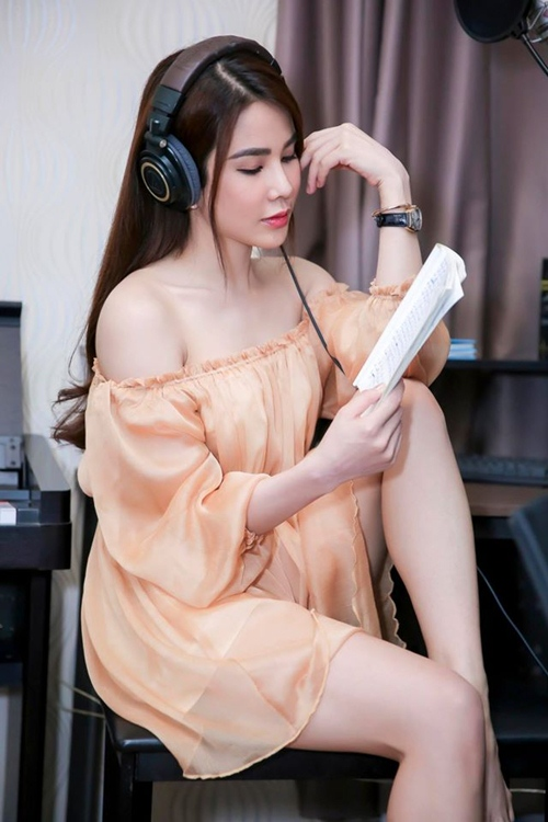 nong ruc voi my nu co dang ngoi sexy nhat showbiz viet hinh anh 3