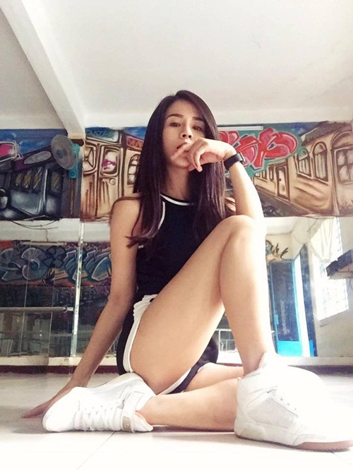 nong ruc voi my nu co dang ngoi sexy nhat showbiz viet hinh anh 10