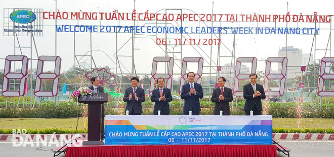 chu tich nuoc bam nut dong ho dem nguoc tuan le cap cao apec 2017 hinh anh 1