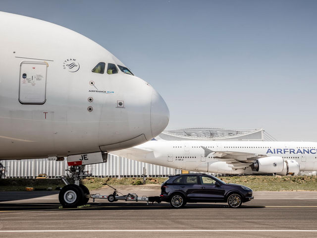 porsche cayenne keo duoc ca may bay airbus hinh anh 1