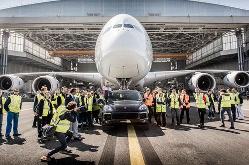 porsche cayenne keo duoc ca may bay airbus hinh anh 4