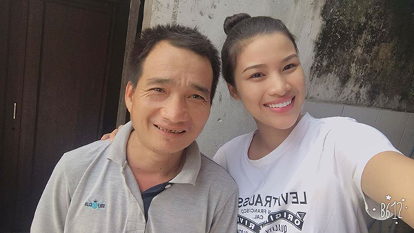 sau moi on ao dieu tieng, nguyen thi thanh ve que tham bo me hinh anh 1