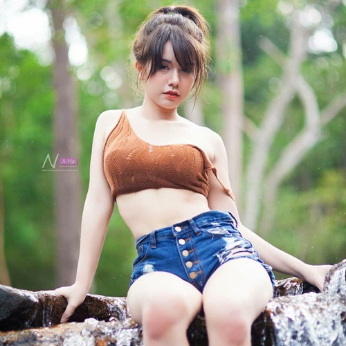 hot girl ban do an vat doi doi nho than hinh nong bong hinh anh 12