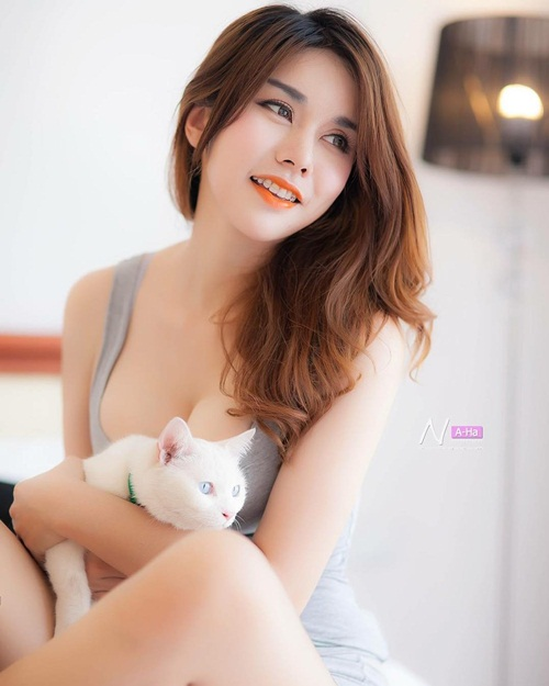 hot girl ban do an vat doi doi nho than hinh nong bong hinh anh 11