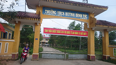 tt- hue: ky luat canh cao 2 nu sinh lop 9 danh ban toi tap hinh anh 1