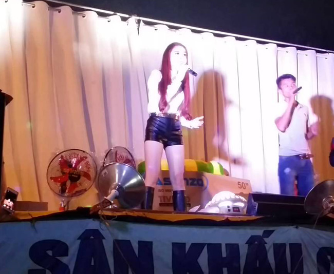 my nu nong bong dien hoi cho khien khach dong nuom nuop hinh anh 18