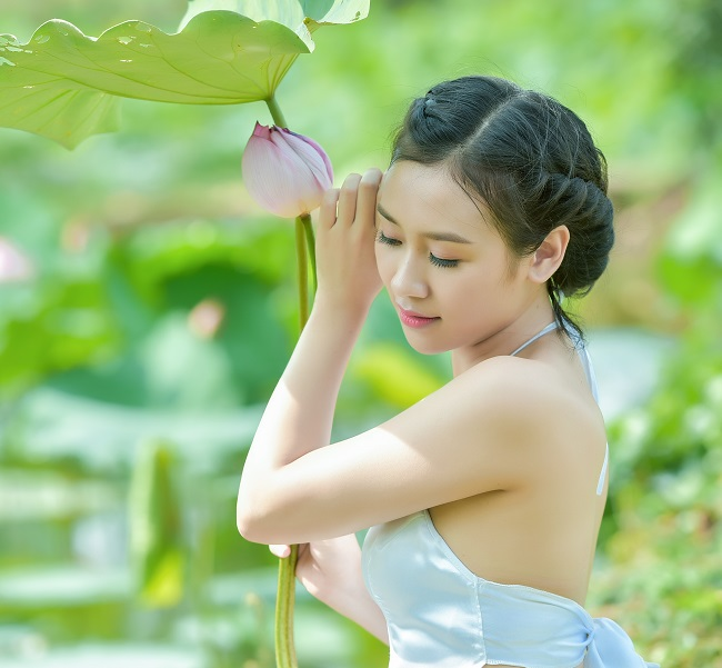 "chi em dien yem khoe lung non, vai nuot noi ""thien duong ha gioi"" hinh anh 4"