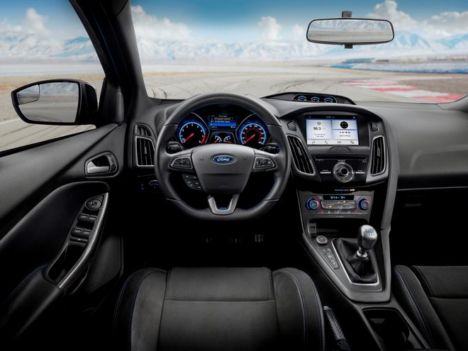 ford focus rs 2018 co gia 953 trieu dong hinh anh 3
