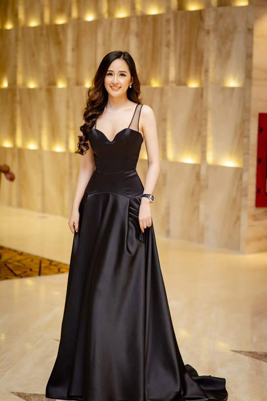 hh mai phuong thuy khoe nguc day, deo dong ho 1,8 ty di su kien hinh anh 2