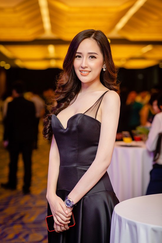 hh mai phuong thuy khoe nguc day, deo dong ho 1,8 ty di su kien hinh anh 5