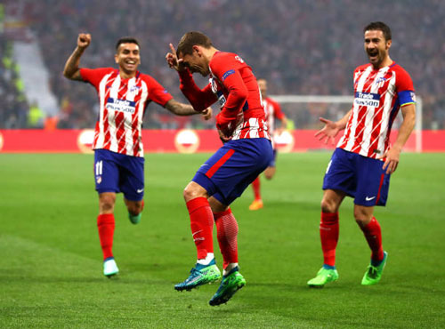 chum anh: atletico madrid tung bung don chiec cup europa league thu 3 hinh anh 2