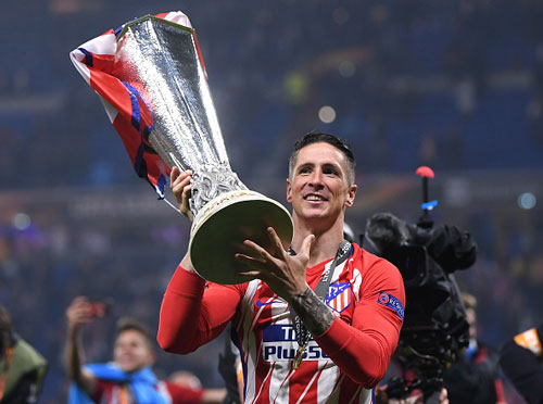 chum anh: atletico madrid tung bung don chiec cup europa league thu 3 hinh anh 6