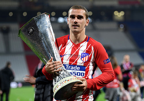 chum anh: atletico madrid tung bung don chiec cup europa league thu 3 hinh anh 7