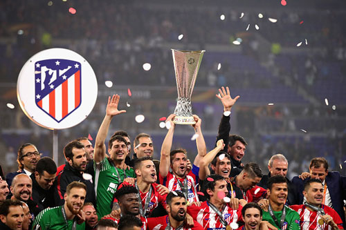 chum anh: atletico madrid tung bung don chiec cup europa league thu 3 hinh anh 9