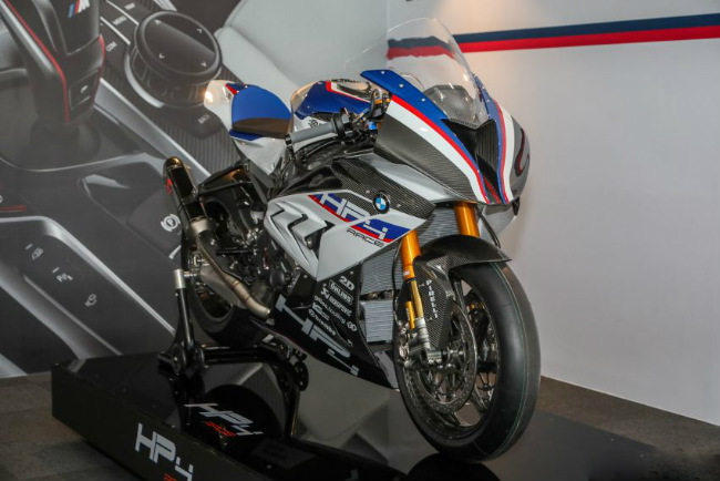 ngam tuyet pham 2018 bmw motorrad hp4 race gia 2,8 ty dong hinh anh 1