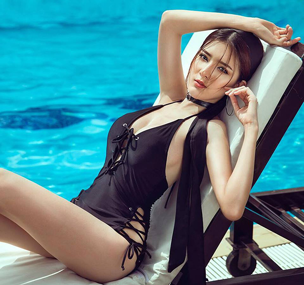 nong ruc voi loat anh bikini khoe eo thon nguc day cua cac hot girl viet hinh anh 10