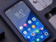 Lo video tren tay Xiaomi Mi 8 giong het iPhone X