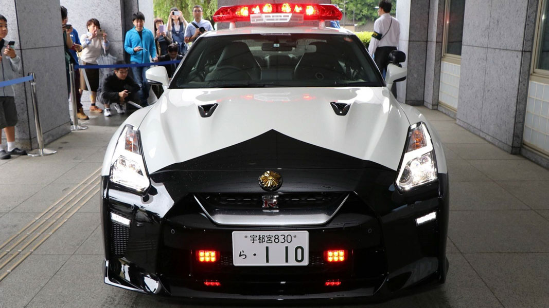 canh sat nhat ban duoc cap ''hang nong'' nissan gt-r 2017 de truy duoi toi pham hinh anh 2