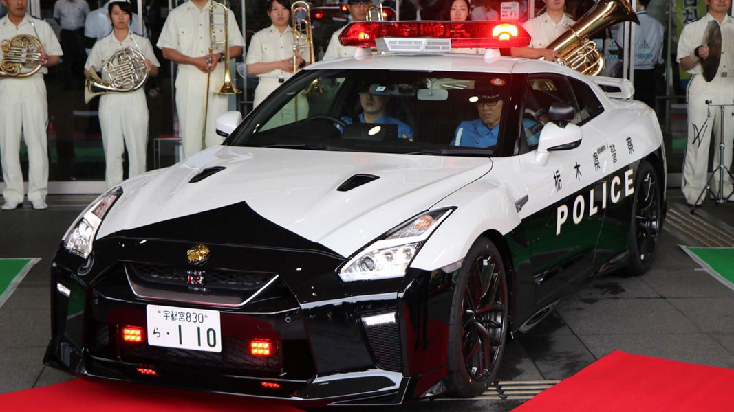 canh sat nhat ban duoc cap ''hang nong'' nissan gt-r 2017 de truy duoi toi pham hinh anh 1