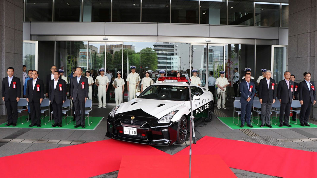canh sat nhat ban duoc cap ''hang nong'' nissan gt-r 2017 de truy duoi toi pham hinh anh 8