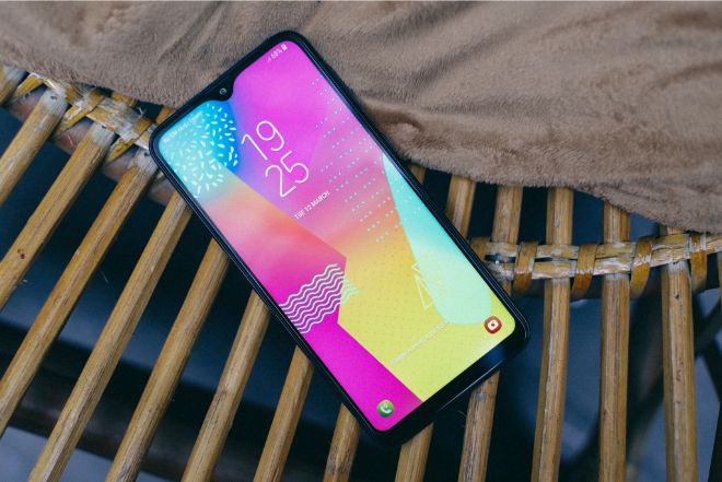 danh gia chi tiet galaxy m10: smartphone gia mem, chup anh dep hinh anh 1