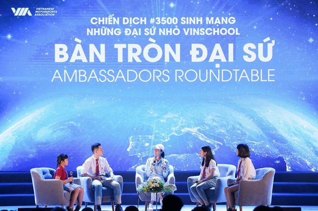 """ngoi sao dien anh duong tu quynh thao luan ban tron voi cac """"dai su nho"""" vinschool trong chien dich 3500lives hinh anh 2"""