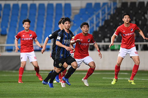 tin toi (18.4): cong phuong tiet lo su that ve phong thay do incheon united hinh anh 1