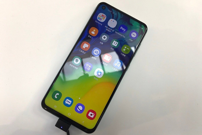 thi truong smartphone tam trung lai day song voi galaxy a60 va a40s hinh anh 1