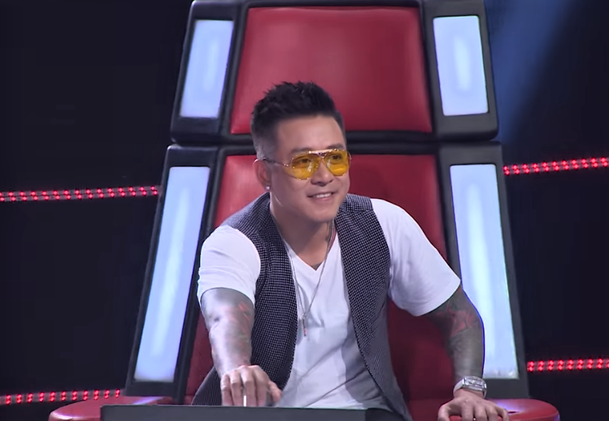 "co gai khien tuan hung bam nut ""switch"" va cac hlv the voice phat cuong la ai? hinh anh 6"