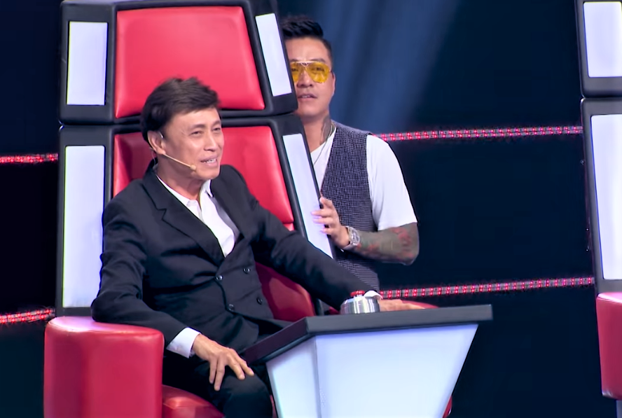 "co gai khien tuan hung bam nut ""switch"" va cac hlv the voice phat cuong la ai? hinh anh 7"