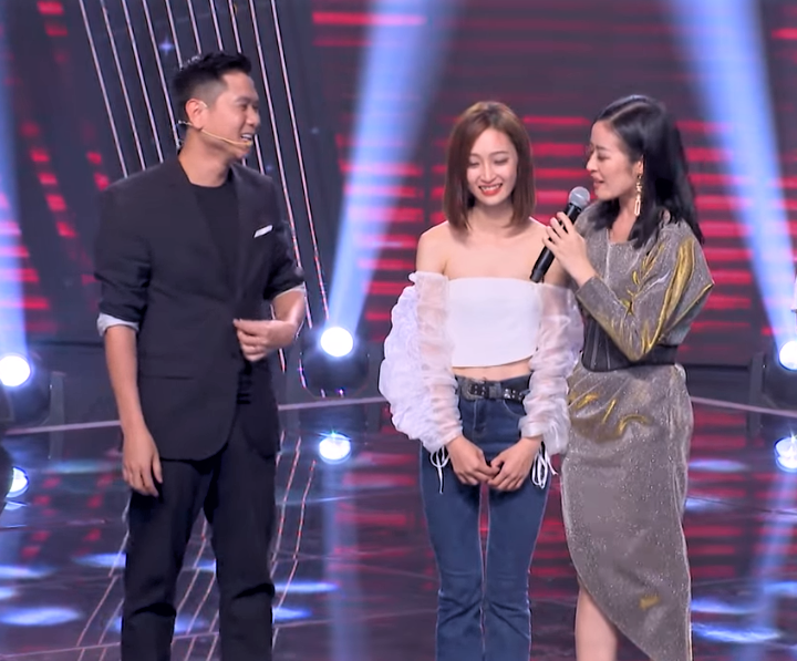 "co gai khien tuan hung bam nut ""switch"" va cac hlv the voice phat cuong la ai? hinh anh 8"