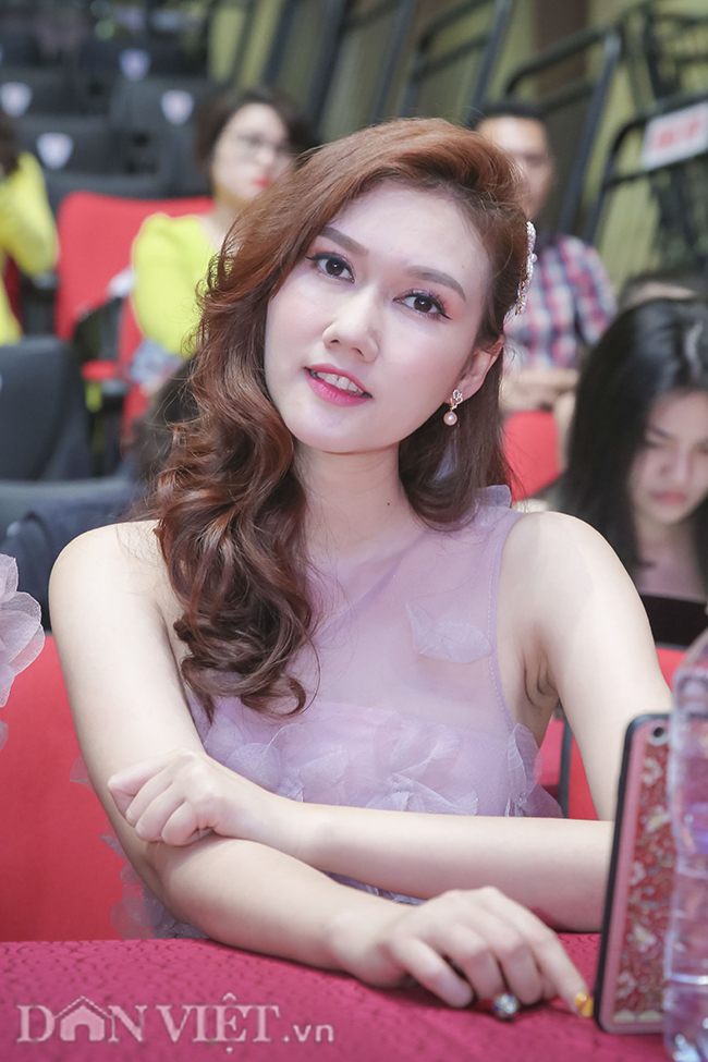 """anh: """"quynh bup be"""" xuat hien rang ro ben chi """"nguyet thao mai"""" hinh anh 4"""