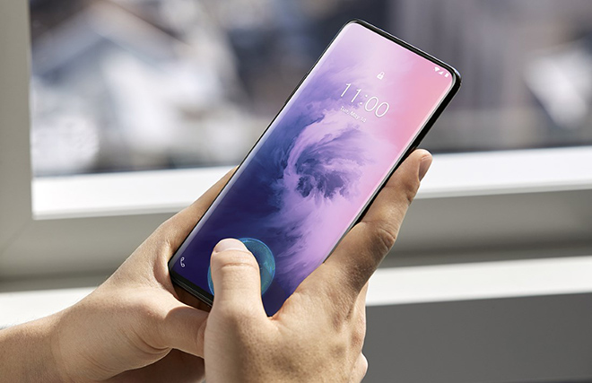 may anh oneplus 7 pro khien iphone xs max cam thay xau ho hinh anh 1
