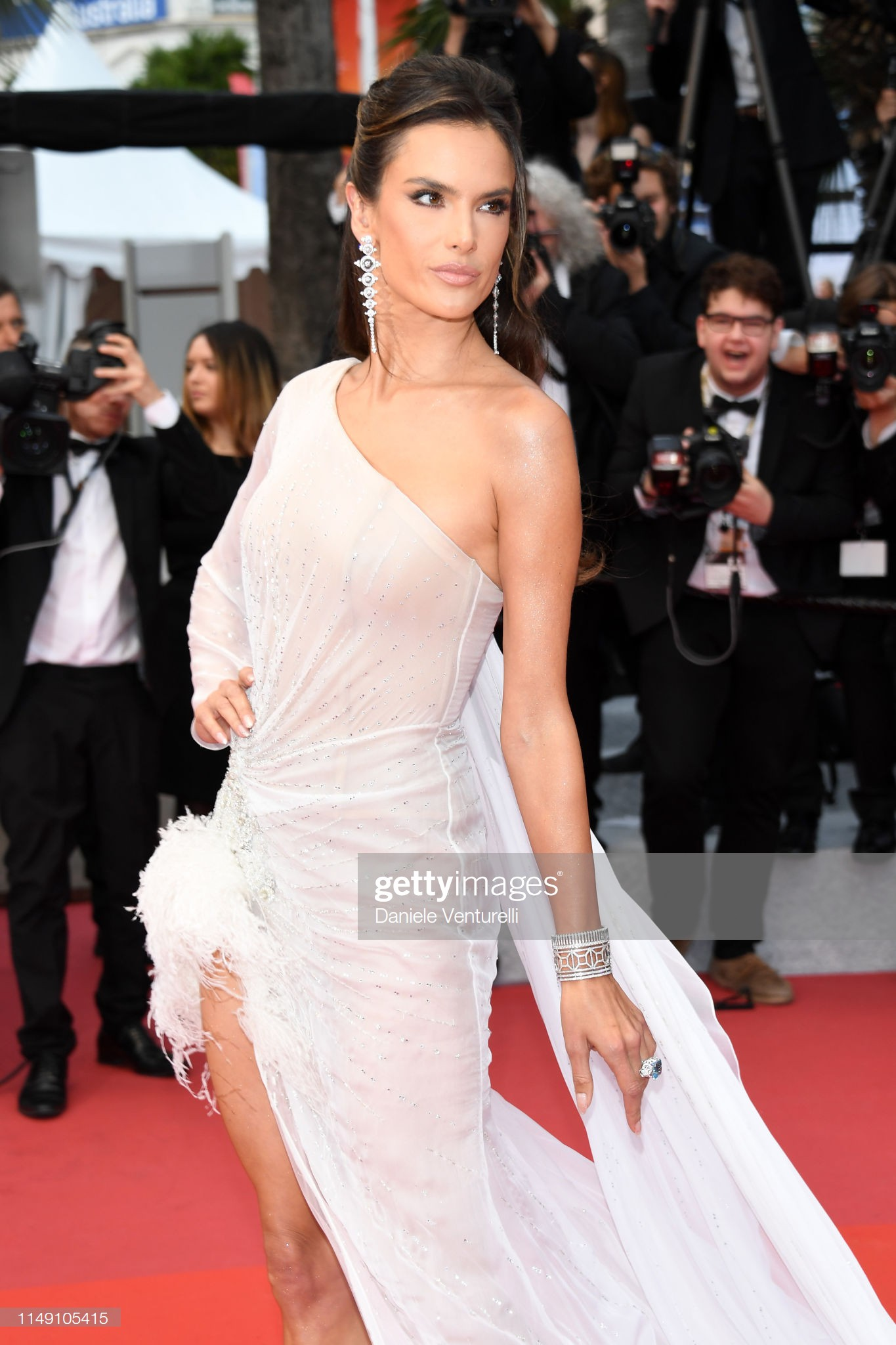 "loat my nhan sieu vong 1 lam ""nao loan"" tham do cannes 2019 hinh anh 4"