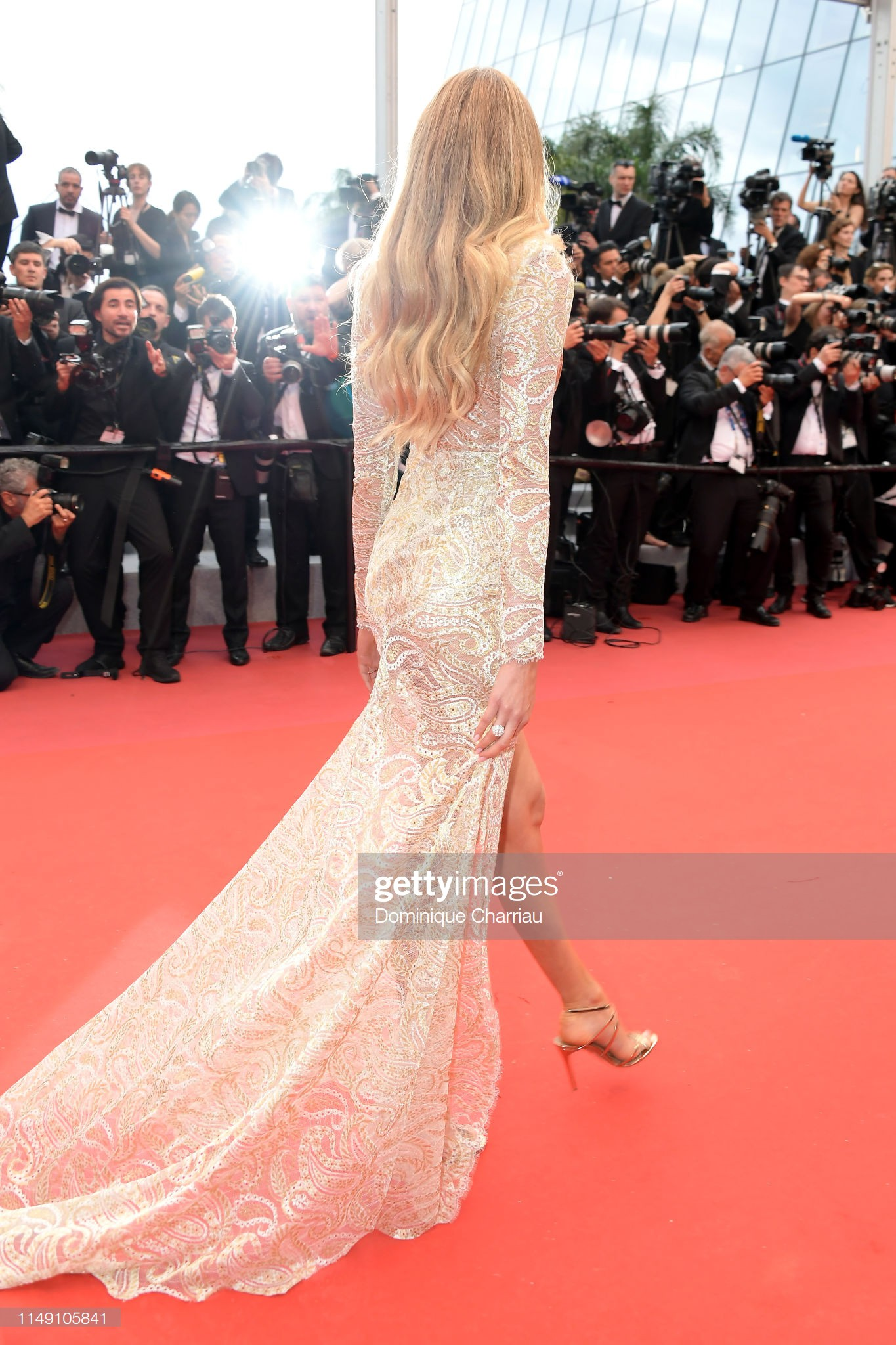 "loat my nhan sieu vong 1 lam ""nao loan"" tham do cannes 2019 hinh anh 2"