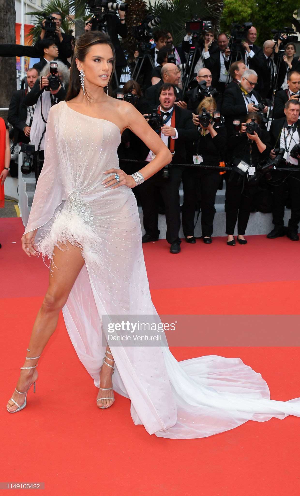 "loat my nhan sieu vong 1 lam ""nao loan"" tham do cannes 2019 hinh anh 5"