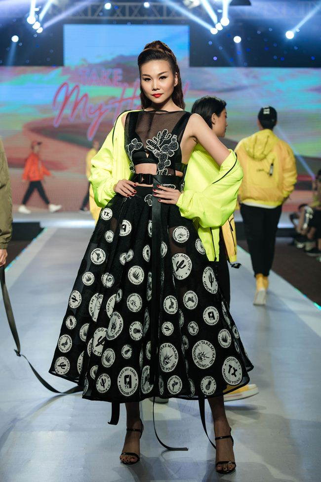 thanh hang hoi ngo hoc tro the face tren san catwalk hinh anh 4