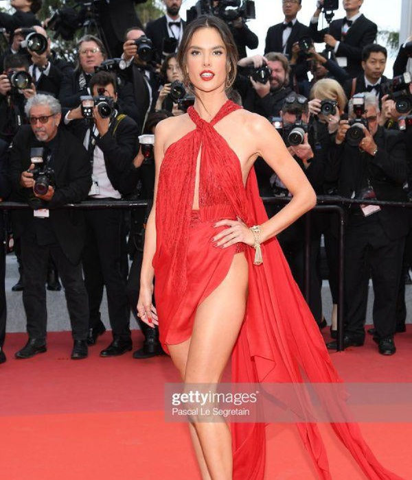 thien than victoria's secret ho tron vong 3 tren tham do cannes ngay 2 hinh anh 6