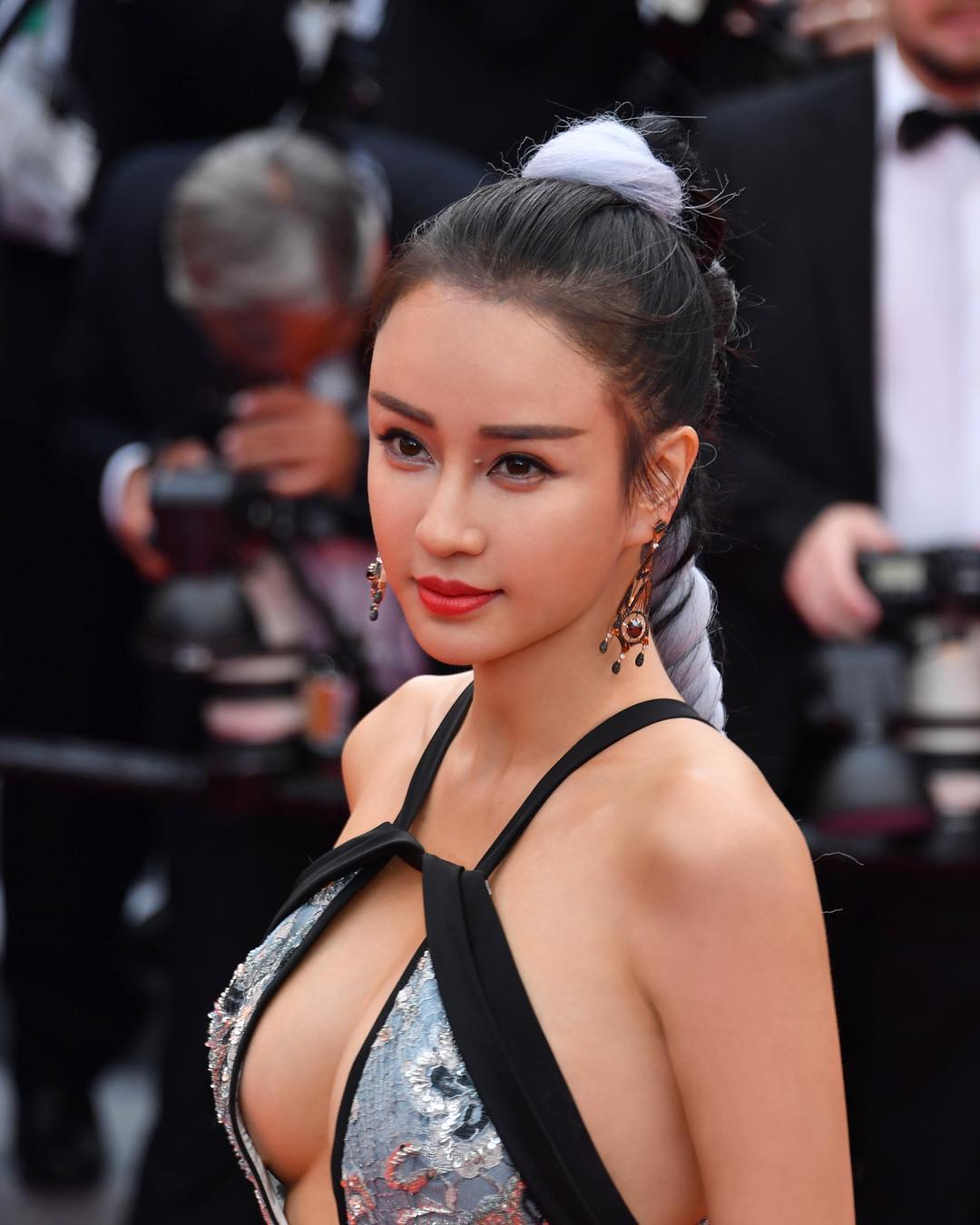 tuyet chieu co than hinh nay no cua co giao dan toc o cannes 2019 hinh anh 1