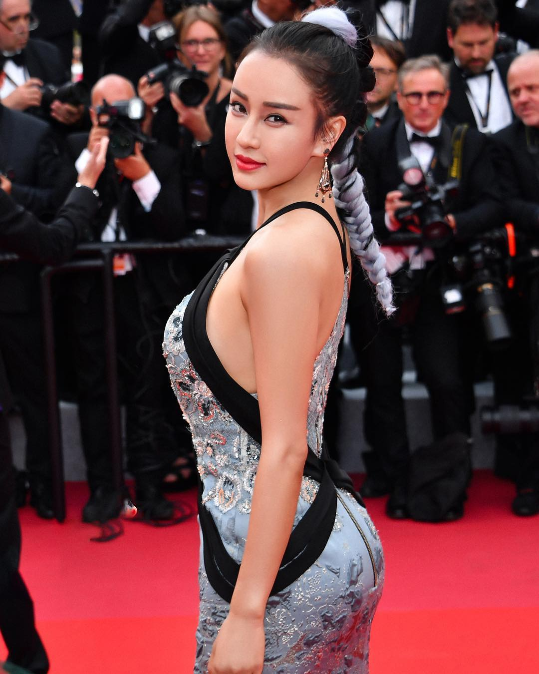 tuyet chieu co than hinh nay no cua co giao dan toc o cannes 2019 hinh anh 4