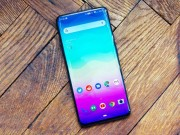 10 ly do khien OnePlus 7 Pro thang the truoc iPhone Xs va Galaxy S10