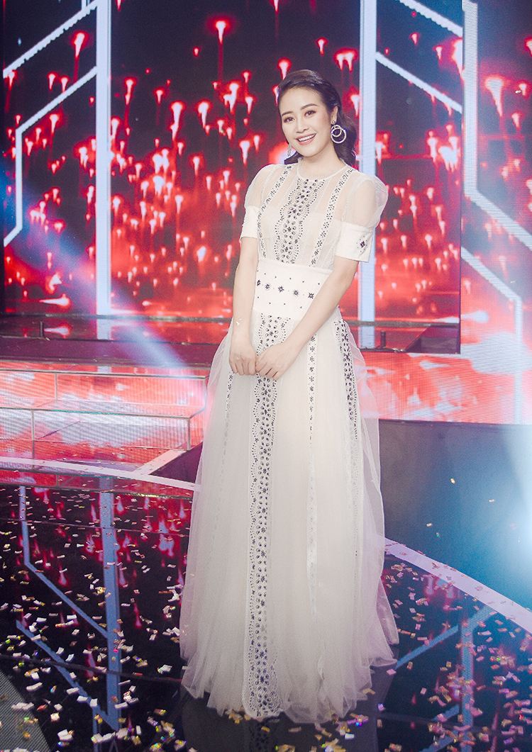 he lo thiep cuoi cua mc goi cam the voice voi dong nghiep vtv hinh anh 11
