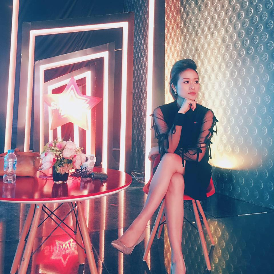he lo thiep cuoi cua mc goi cam the voice voi dong nghiep vtv hinh anh 7