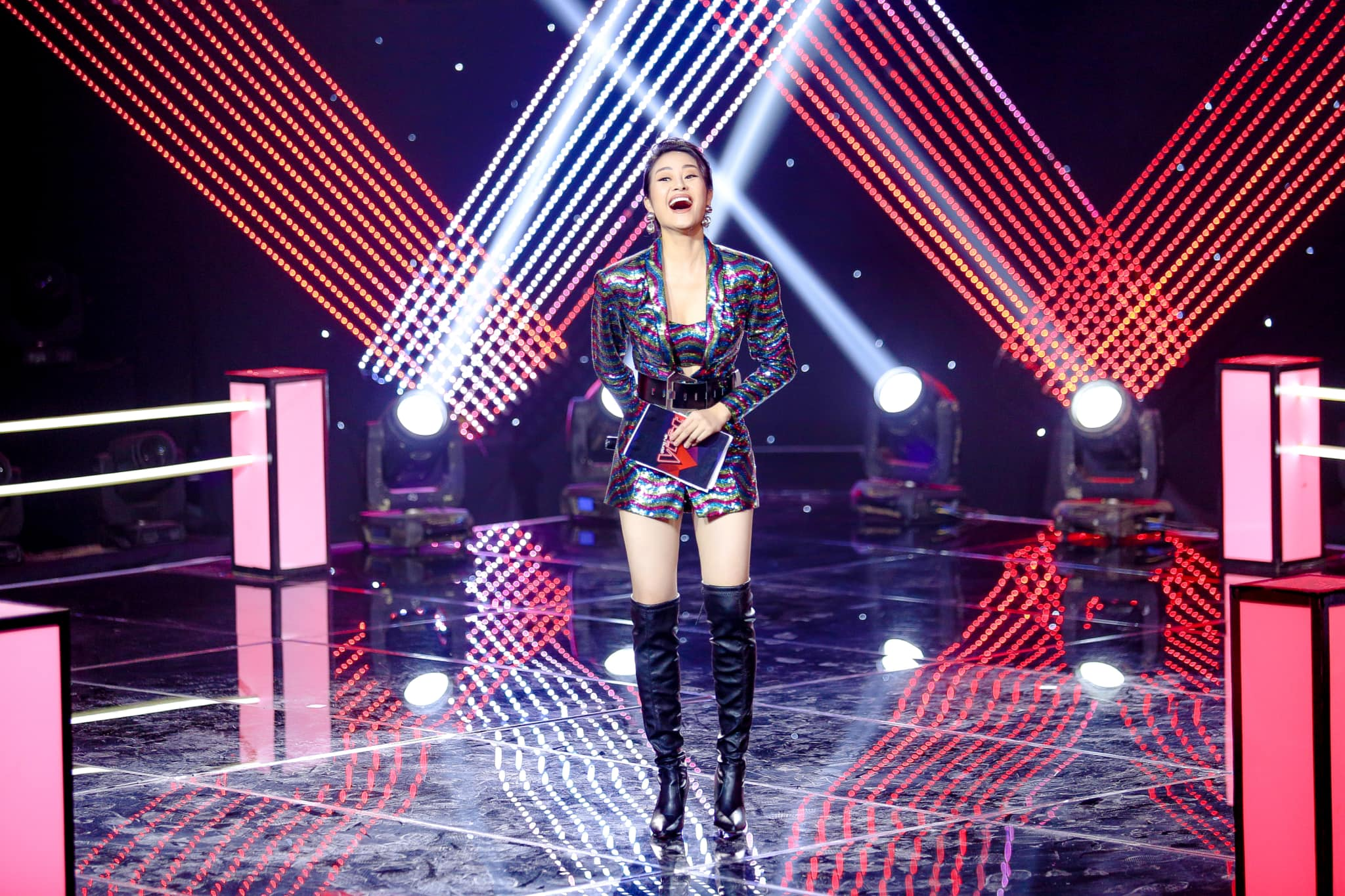 he lo thiep cuoi cua mc goi cam the voice voi dong nghiep vtv hinh anh 9