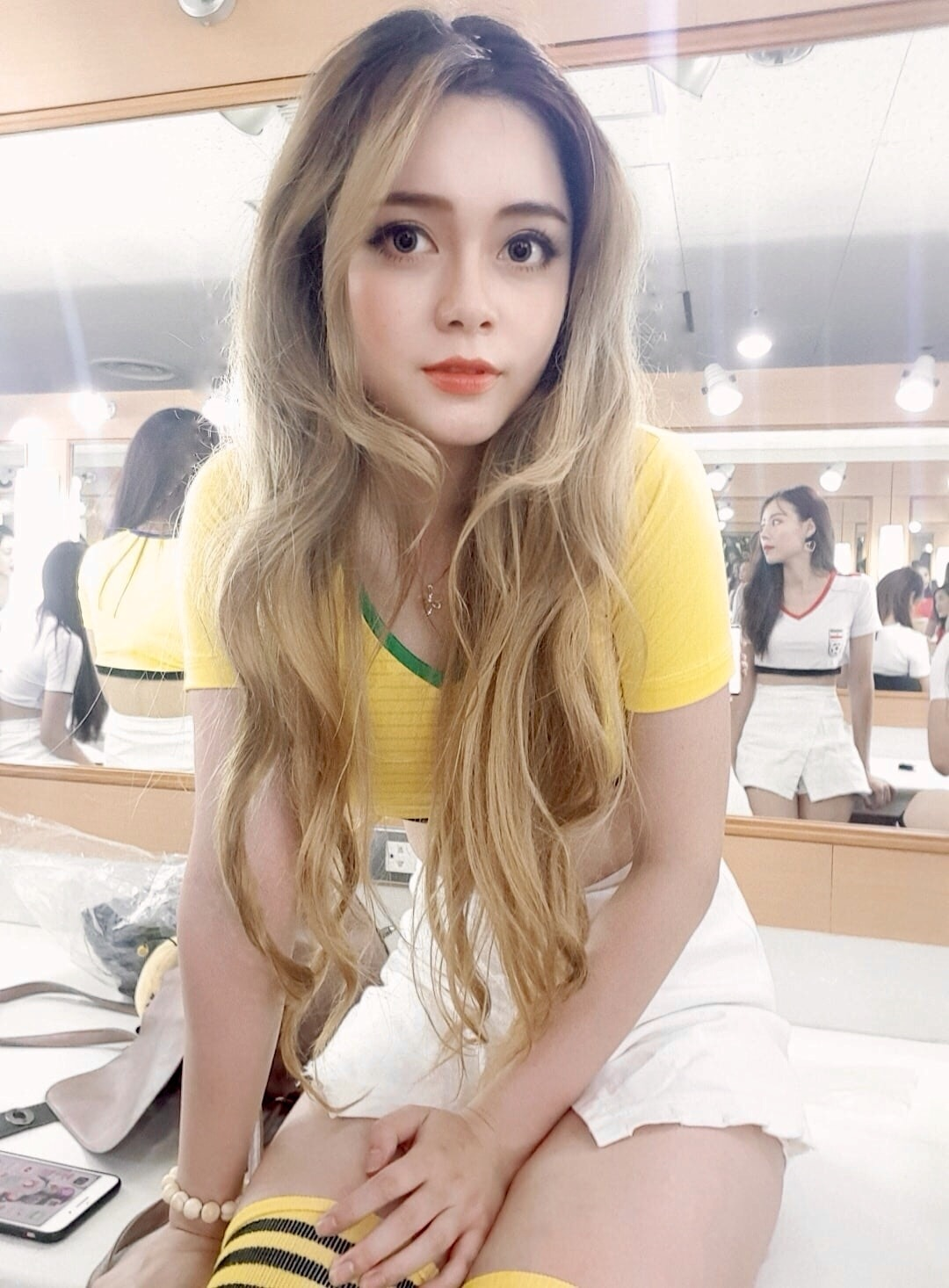 """hot girl nong cung world cup co canh hon gay """"nghen song"""" vtv khoe vong eo 53cm hinh anh 10"""